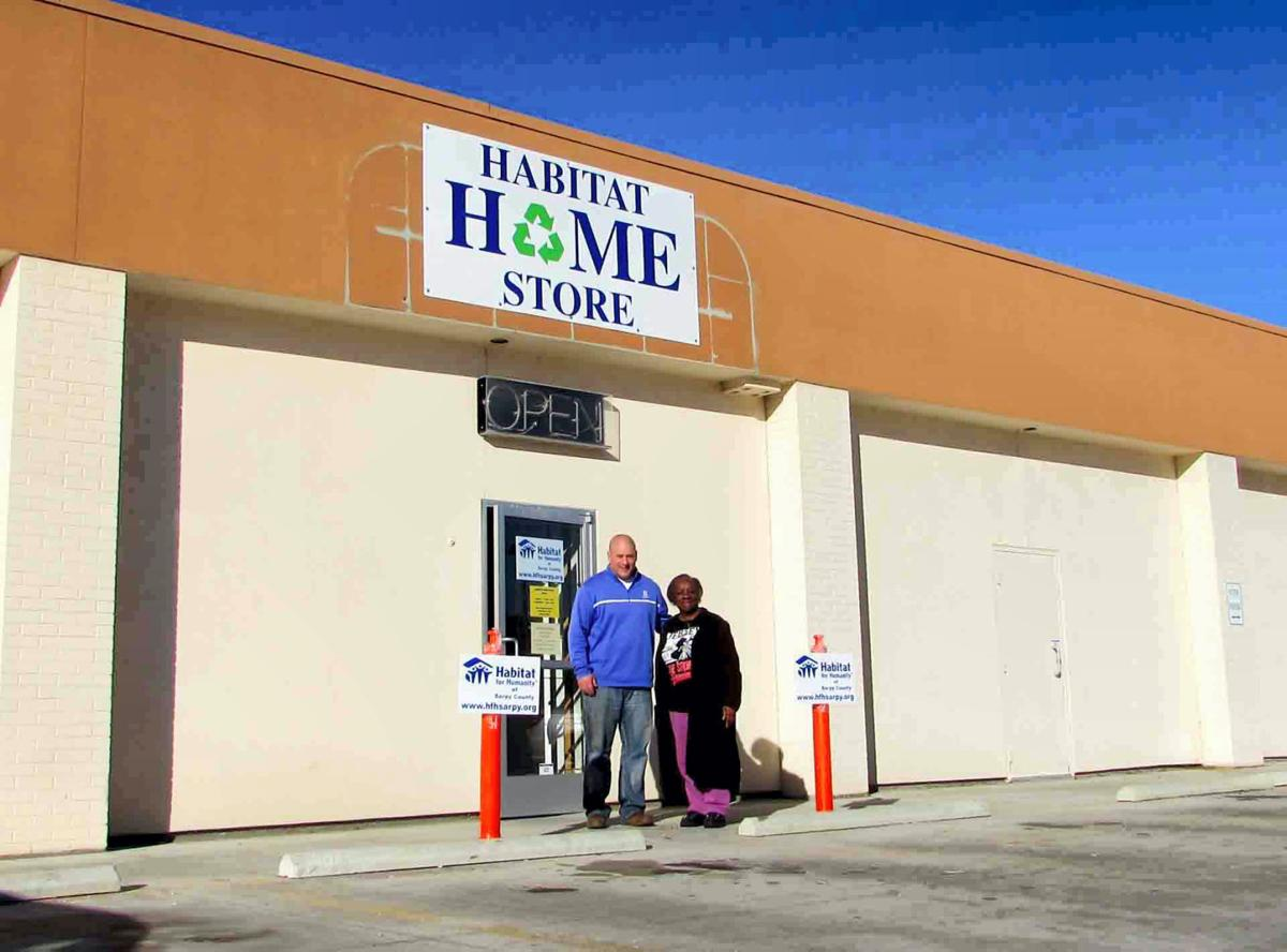 Bellevue West students partner with Habitat for Humanity store