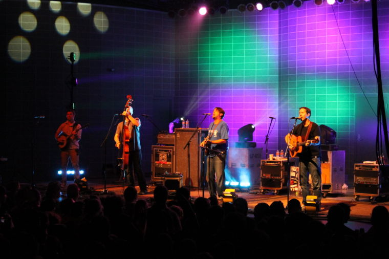 Yonder Mountain fills night with energy, dancing