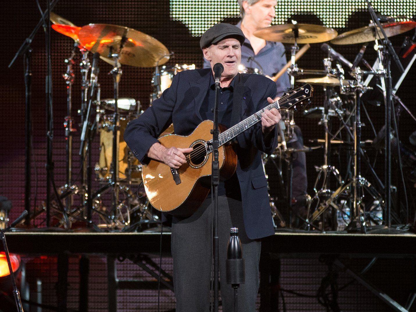 Review: Two of the best living singer-songwriters landed in Nebraska last night