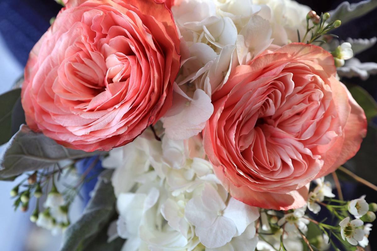 080821-owh-liv-wedflowers-p3
