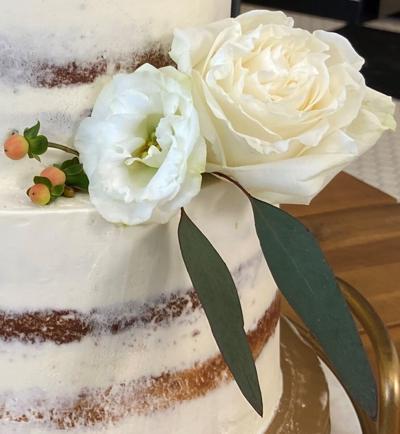 Wedding Cake fresh flowers