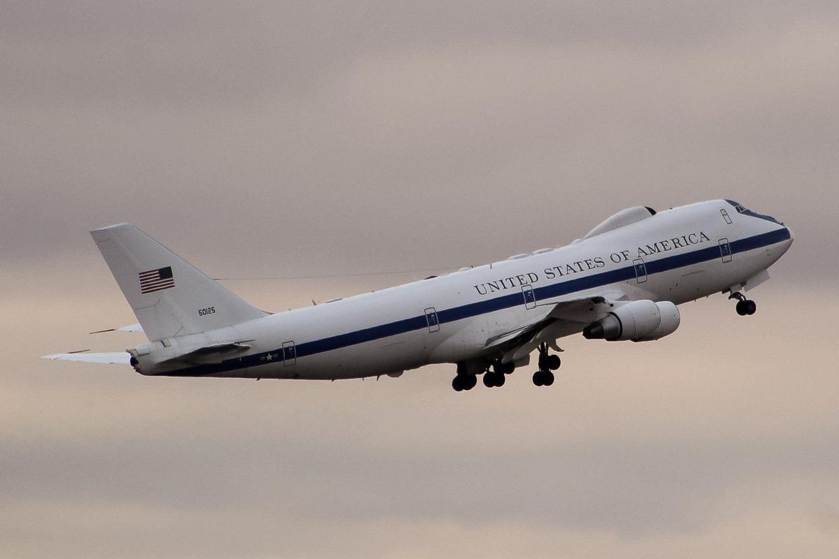 Offutt Crew Examining E 4b Doomsday Plane That Made Emergency