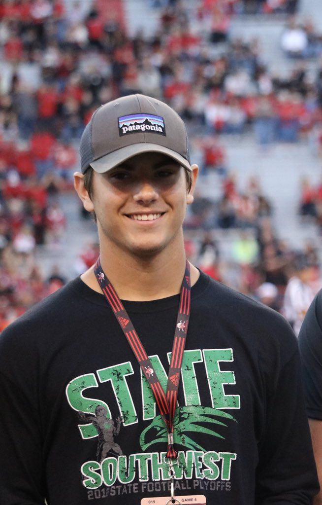 Lincoln Southwest Long Snapper Cameron Pieper Accepts