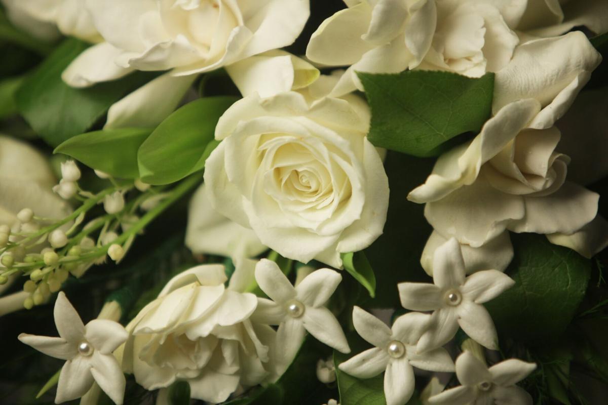 080821-owh-liv-wedflowers-p1