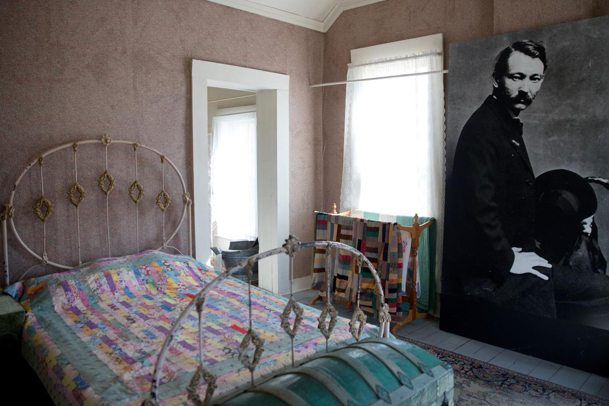 Henri - bedroom