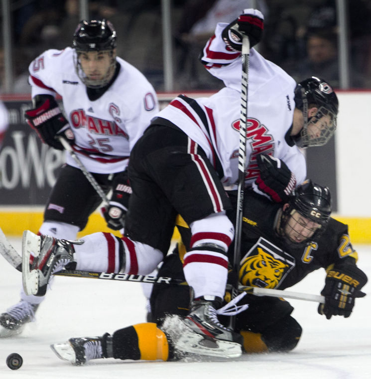 Revamped lines help Mavericks roll past Colorado College