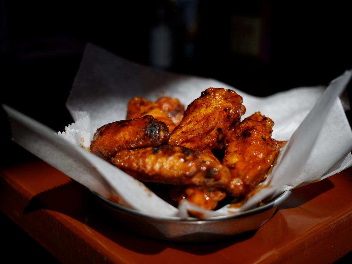 Review: Loyal clientele now flocks to Midtown Crossing for Ray's tried-and-true buffalo wings