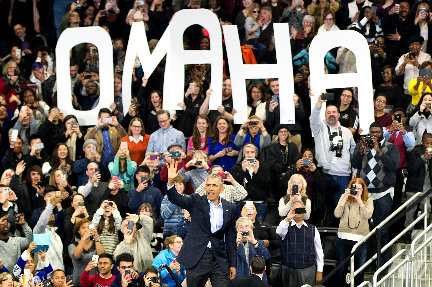 Obama Receives Standing Ovation from 1,400-Plus Crowd in Seattle