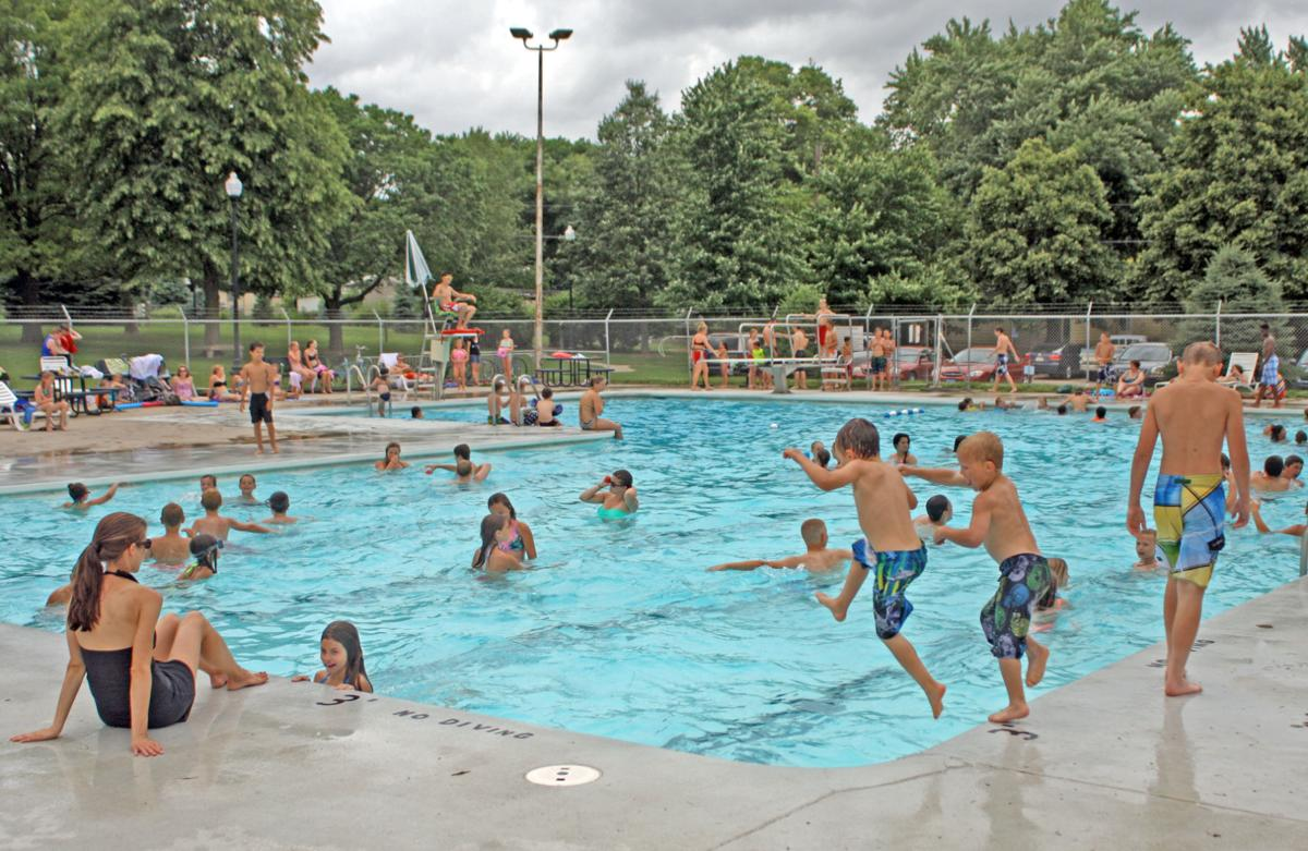 Water parks and public pools near omaha sports for Community swimming pools near me