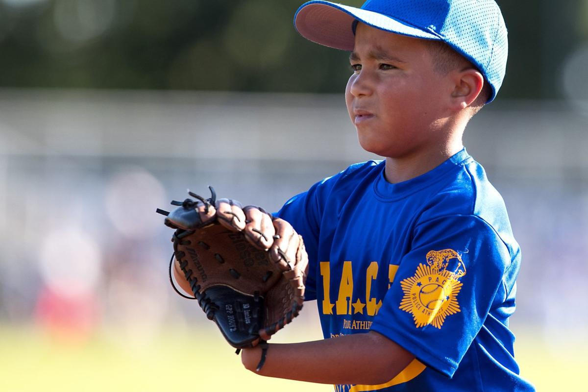 What handicap? 7-year-old born without left hand catches fast on baseball
