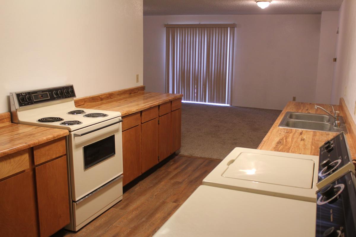 :arge 1 Bedroom/Bath Apartment $565 image 1