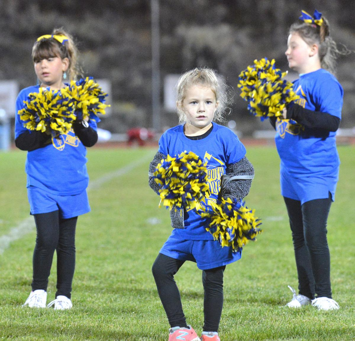 Young Tonasket cheerleaders