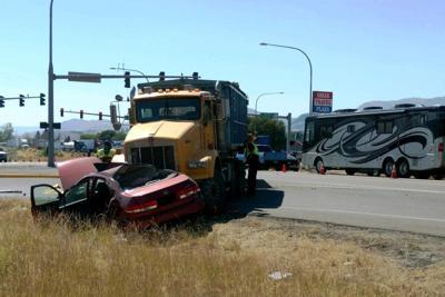 Yakima woman dies in Omak crash