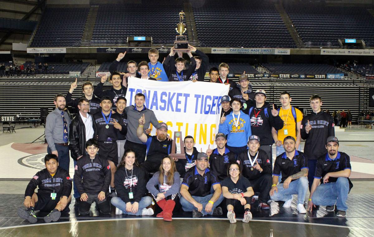 2019 Tonasket wrestling team - state champs third time