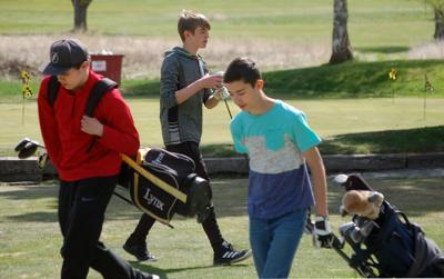 Omak, Okanogan golfers
