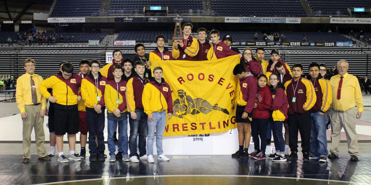 2019 Lake Roosevelt wrestling team takes second in state