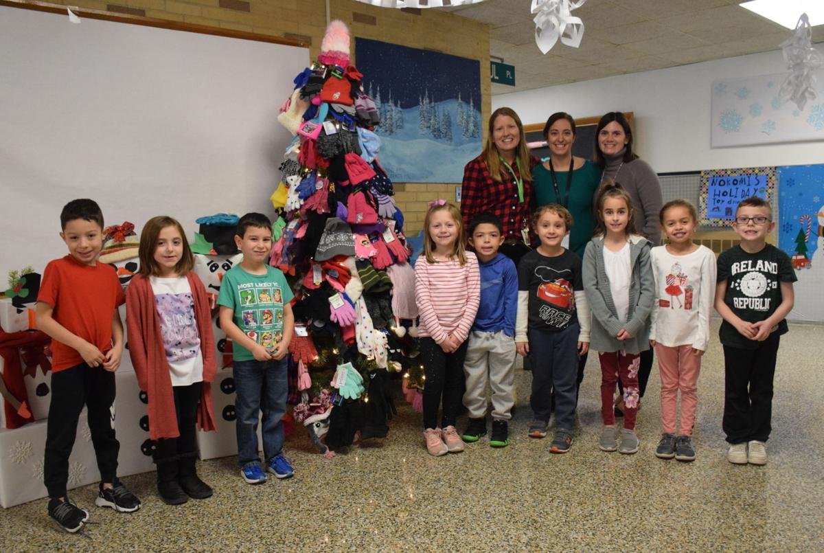 Nokomis Students Build a 'Mitten Tree' for the Homeless - pic