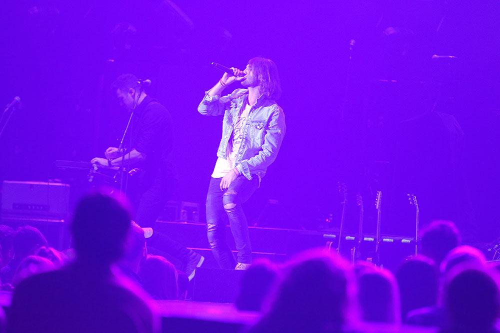 Ryan Hurd sings