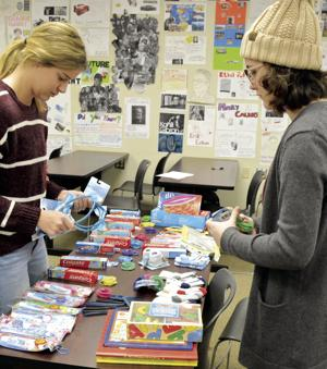 LCC STUDENTS CREATE GIFT BAGS