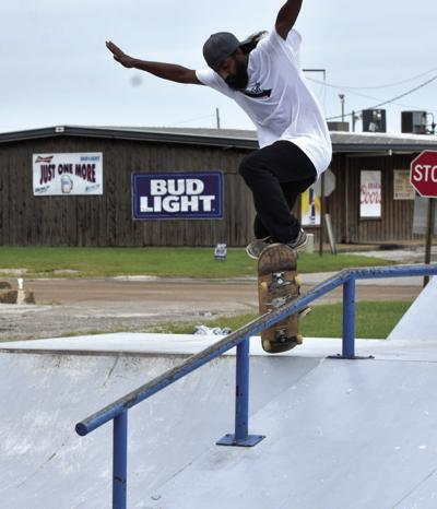 Skateboarders battle rain,      rails and ramps in competition