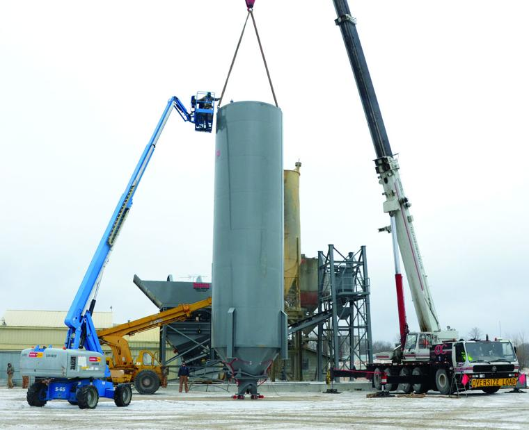 Workers On Thursday Began Installing A New Cement Batch Plant At O Brien Ready Mix 1731 North Blvd Ozark Crane Helped With The Embly