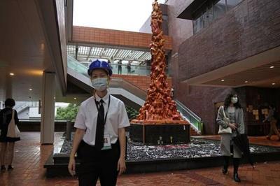 Artist wants Hong Kong sculpture back as deadline passes
