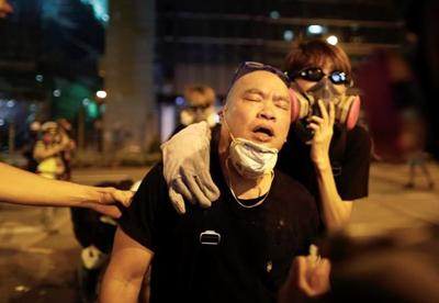 Flights resume at Hong Kong airport as protesters apologize