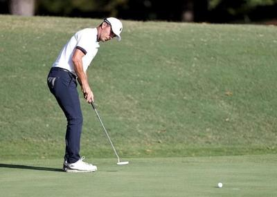 Canadian Mike Weir leads Phil Mickelson in Virginia by three strokes