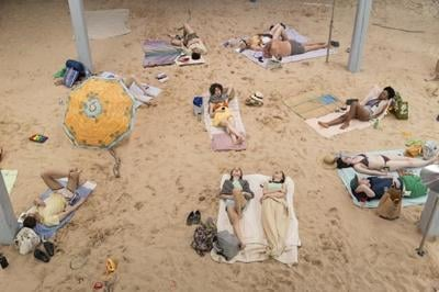 Operatic day at the beach evokes climate crisis