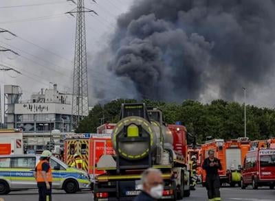 1 person dead, 4 still missing in German chemical explosion