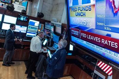 North American stock markets fall despite weaker August inflation numbers