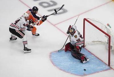 Kubalik nets 5 points as Blackhawks stun Oilers 6-4 in NHL qualifier opener