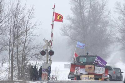 Ontario minister calls for feds to meet now with protesters blocking rail line