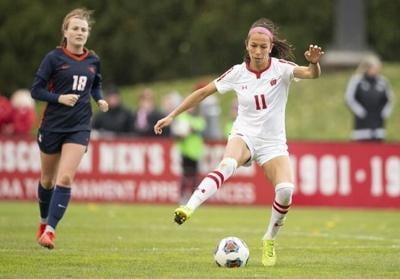Badgers coach says Canadian midfielder Victoria Pickett has the talent to go pro