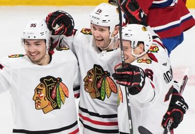 Zack Smith scores twice to lead Blackhawks over Canadiens 4-1