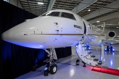 Bombardier to build flagship jetliner in new $350-million plant at Pearson airport