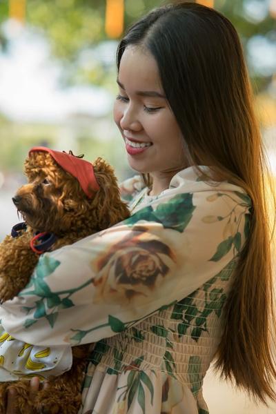 Pixabay, girl holding dog