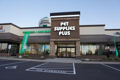Pet Supplies Plus, grand opening storefront