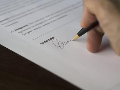 Pixabay, signature agreement