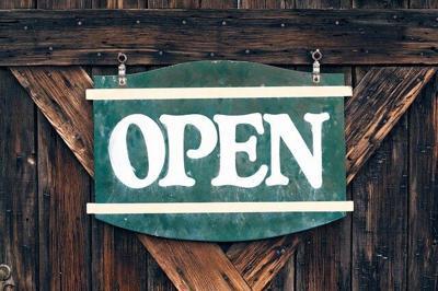 Pixabay, wooden open sign
