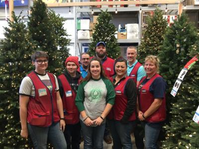 Lowes Christmas.Lowe S Helps Optimist Club Save Christmas The Focus