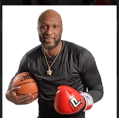 Image: Former Lakers star Lamar Odom knocks out Aaron Carter in the 2nd Round at the Showboat Casino