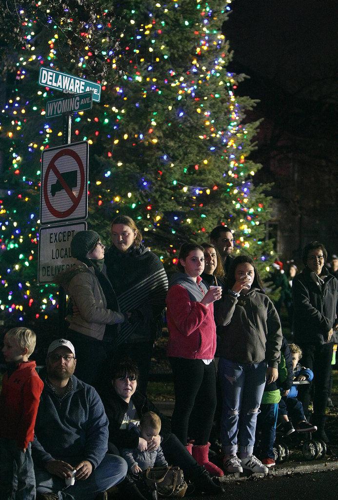 Pittston City Christmas Tree Lighting 2021 West Pittston Santa Parade And Tree Lighting News Pittston Progress Com