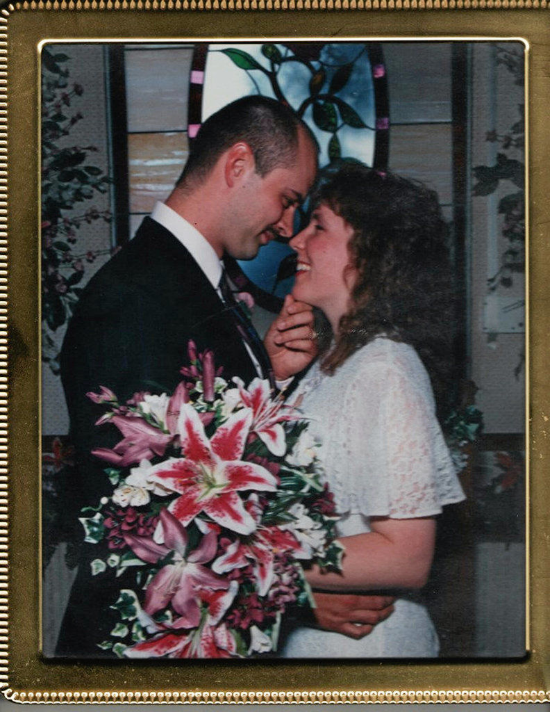 Mr. and Mrs. Robbins celebrate 25th wedding anniversary