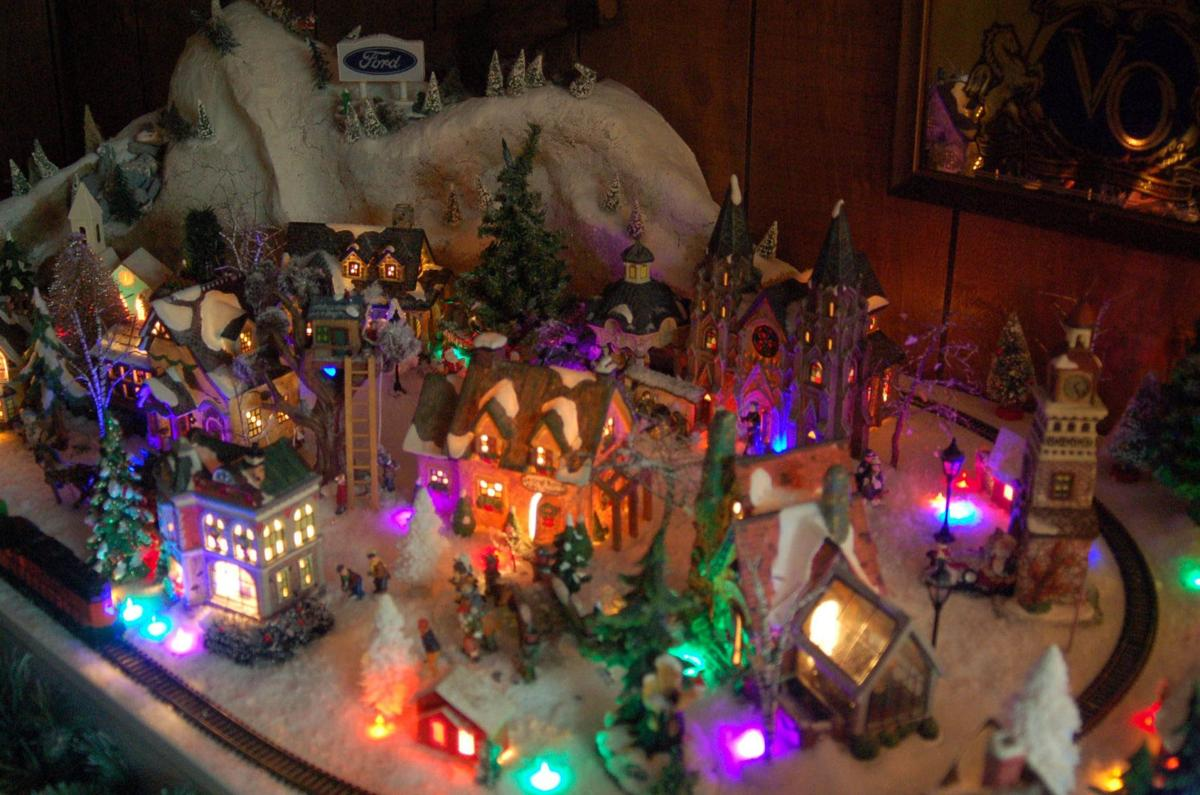 Lighting it up: Avon Lake man puts his Christmas spirit on display ...