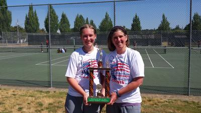 Mother-daughter trophy winners