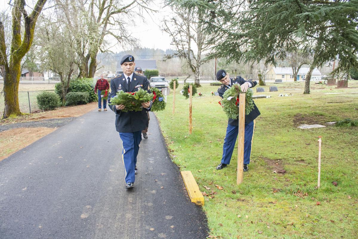 Wreaths mark vets graves, honor memories