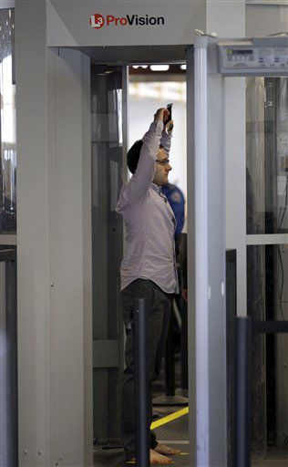 U.S. House Republicans moves to end money for new body scanners