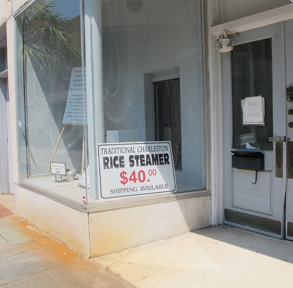 Dine like a Charlestonian Highlights on local traditions and foods Rice-loving Lowcountry has its own steamer pot
