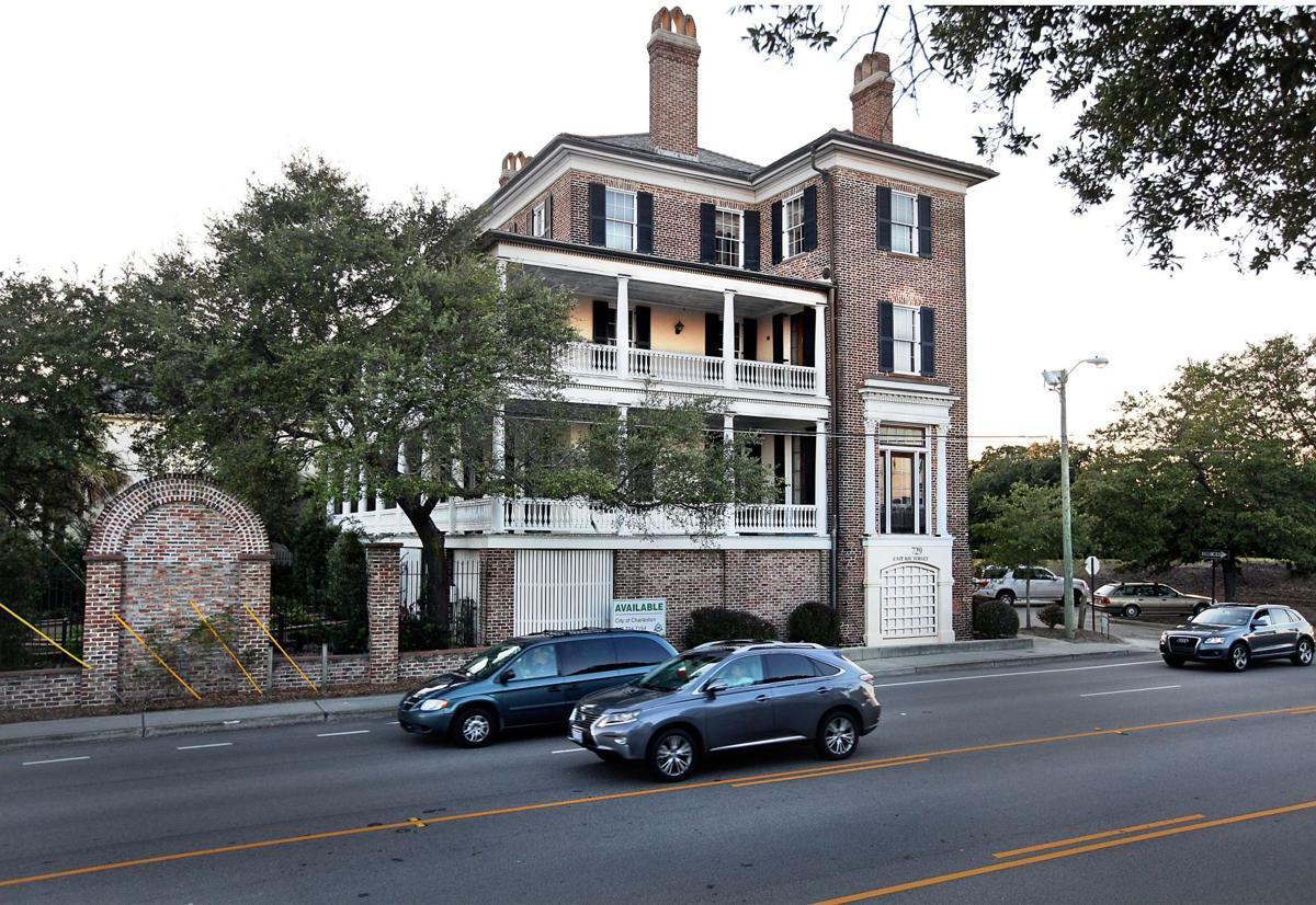 Charleston gets no bids for historic mansion